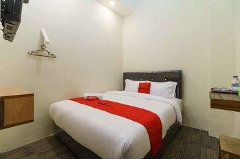 RedDoorz Syariah near Lubang Jepang Bukittinggi Bukittinggi - RedDoorz Room Basic Deal