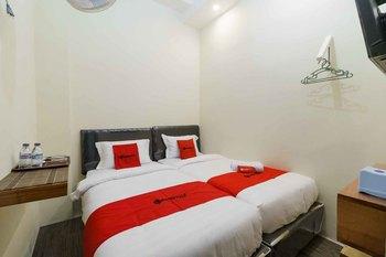 RedDoorz Syariah near Lubang Jepang Bukittinggi Bukittinggi - RedDoorz Twin Room Basic Deal