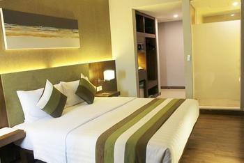 Grand Whiz Kelapa Gading - Deluxe Double Bed Regular Plan