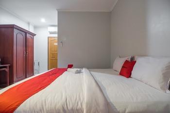 RedDoorz Syariah near Taman Wisata Matahari Puncak - RedDoorz Room Special Deals