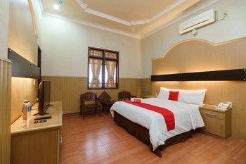 RedDoorz near RS Harapan Pematangsiantar Pematangsiantar - RedDoorz Premium Room KETUPAT