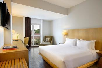 Hotel Santika Mataram - Deluxe Room King Regular Plan