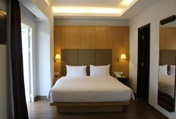 Hotel Santika Mataram - Deluxe Room King Promotion  Regular Plan