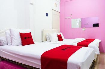 RedDoorz Syariah near Poltekkes Semarang Semarang - RedDoorz Twin Room 24 Hours Deal
