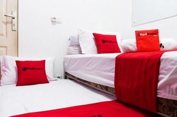 RedDoorz Syariah near Poltekkes Semarang Semarang - RedDoorz Family Room 24 Hours Deal