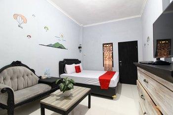 RedDoorz near Graha Saba UGM Yogyakarta - RedDoorz Deluxe Room Regular Plan