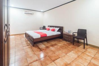 OYO 1688 Collin Beach Hotel Ambon -  Deluxe Double Room Early Bird