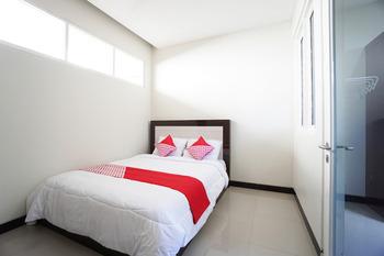 OYO 1290 Felizcha House Manado - Standard Double Room Regular Plan