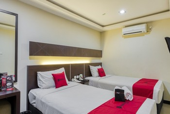 RedDoorz Premium @ D'Season Hotel Jemursari Surabaya - RedDoorz Twin Room with Breakfast Regular Plan