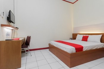 KoolKost Syariah near Ayani Mega Mall Pontianak Pontianak - Standard Room Limited Time Deal
