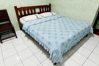 Hotel Sala 3 Yogyakarta - Standard Room With AC Basic Deal 33%