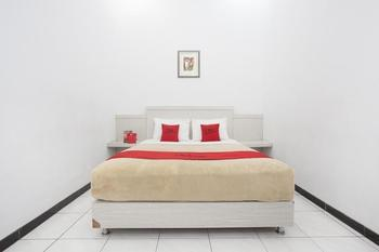 RedDoorz near Terminal Arjosari Malang - RedDoorz Room with Breakfast  Regular Plan