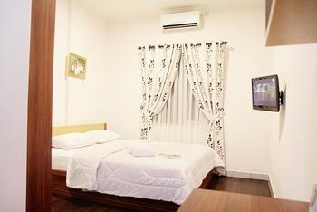 Lotus Hotel Bandung - KAMAR DELUXE Hot Deals!