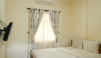Lotus Hotel Bandung - Deluxe Double Bed Balcony Regular Plan