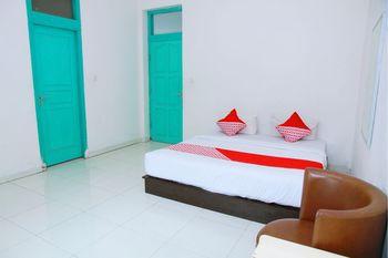 OYO 1325 Grand Wisata Hotel Palu - Deluxe Double Room Regular Plan