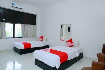 OYO 1325 Grand Wisata Hotel Palu - Deluxe Twin Room Regular Plan