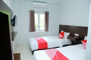 OYO 1325 Grand Wisata Hotel Palu - Standard Twin Room Regular Plan