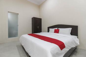 RedDoorz near Grand Palladium  Medan - RedDoorz Room with Breakfast Regular Plan