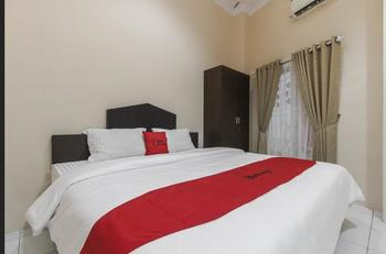 RedDoorz near Grand Palladium  Medan - RedDoorz Room Regular Plan