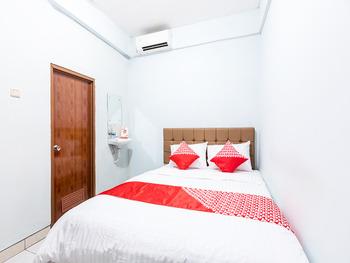 OYO 1516 Cemara Gading Syariah Bogor - Standard Double Room Regular Plan