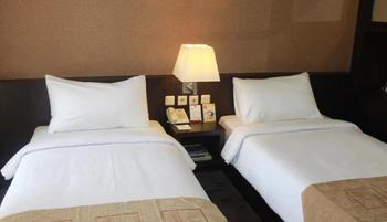 Metro Hotel Bekasi - Superior Room with Breakfast Regular Plan