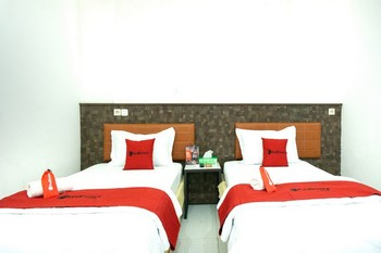 RedDoorz Plus @ Ende City Center Ende - RedDoorz Twin Room Regular Plan