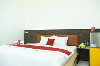 RedDoorz Plus @ Ende City Center Ende - RedDoorz Room Regular Plan