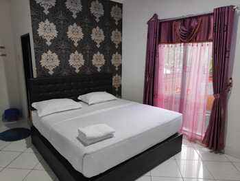 OYO 3428 Hotel Marimar Palangka Raya - Standard Double Room Regular Plan