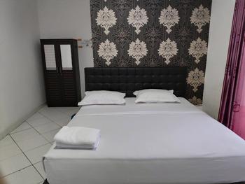 OYO 3428 Hotel Marimar Palangka Raya - Deluxe Double Room Regular Plan