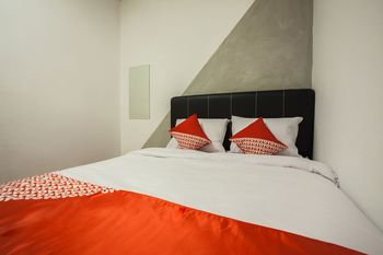 OYO 2147 Mono Guest House Medan - Standard Double Room Regular Plan
