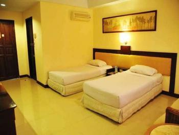 Losari Beach Hotel Makassar - Deluxe Room Only Hot Deal 35%