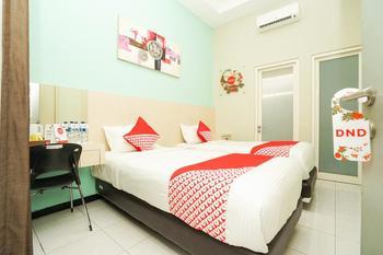 OYO 484 Ardhya Hotel Syariah Surabaya -  Deluxe Twin Room Regular Plan