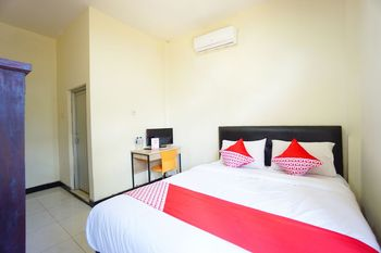 OYO 1292 Lieke Residence Manado - Standard Double Room Regular Plan
