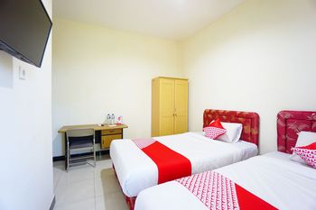 OYO 1292 Lieke Residence Manado - Standard Twin Room Regular Plan