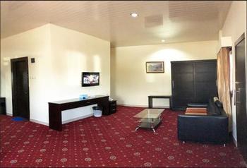 Hotel Grand Sari  Padang - Family Suite Quadruple Regular Plan