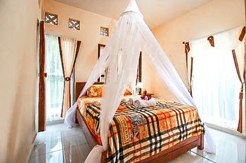 Griya Siena Munduk Bali - Deluxe Room KETUPAT