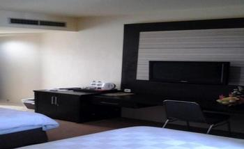 LYNT Hotel Makassar - Deluxe Twin Regular Plan
