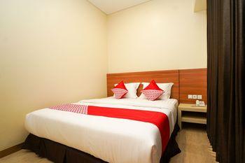 OYO 1330 Hotel Cahaya 3 Surabaya - Deluxe Double Room Regular Plan