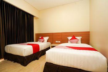 OYO 1330 Hotel Cahaya 3 Surabaya - Deluxe Twin Room Regular Plan
