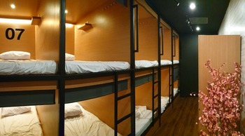 Tokyo Cubo Bandung - double bunk beds bangkitbersama