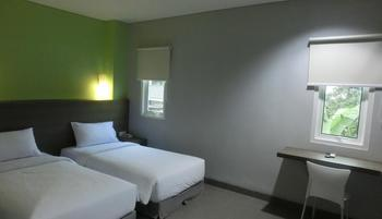 IZI Hotel Bogor -  IZI Deluxe Twin Bed Room Only Regular Plan