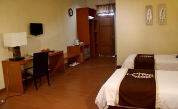 Hotel & Banquet Panorama Lembang Bandung - Deluxe Room With Breakfast Regular Plan