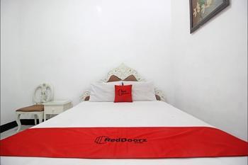 RedDoorz Plus @ Taman Siswa 3 Yogyakarta - RedDoorz Deluxe Room Basic Deal