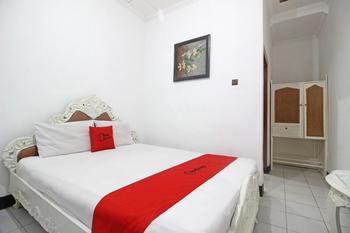 RedDoorz Plus @ Taman Siswa 3 Yogyakarta - RedDoorz Room with Breakfast KETUPAT