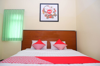 OYO 856 Hotel Pelangi Indah Semarang - Deluxe Double Room Regular Plan