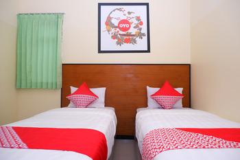 OYO 856 Hotel Pelangi Indah Semarang - Deluxe Twin Room Regular Plan