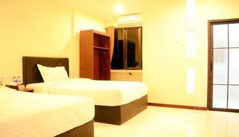 Mirabell Hotel & Convention Hall Malang - Deluxe Room Promo Happy