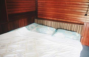 Bunda House Padang - Siti Manggopo (NON AC,SHARED BATHROOM) Regular Plan