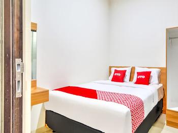 OYO 3346 Rukos Colombus G5 Karawang - Standard Double Room Promotion