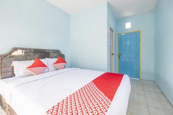 OYO 2775 Rf Homestay Makassar - Deluxe Double Room Regular Plan